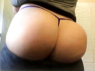 Sexy European webcam slut stretches her ass