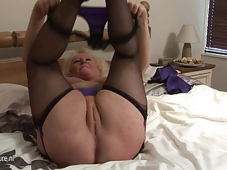 Big granny squirting on say no to bed