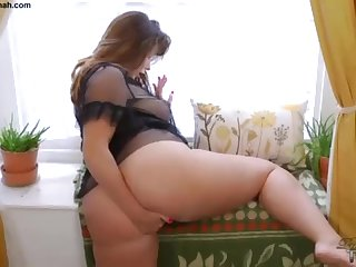 Hefty Butt Brit PLUS-SIZE Paige Turnah Jerks At Beautiful Gardener