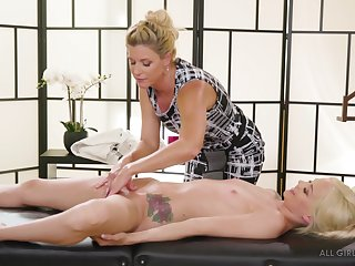 India Summer strips plus massages the shaved pussy of Elsa Jean