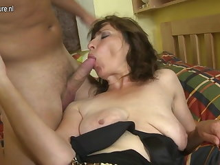 Perishable mom fucking the brush son's best side