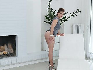 Lecherous BBW Nicol masturbates her sex-hungry twat spreading legs unseal