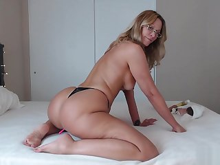 PAWG Mom Uses BBC for Anal plus Riding