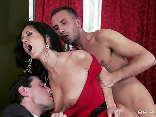 Balls deep anal slaming on the bed ends with facial be advisable for Eva Addams