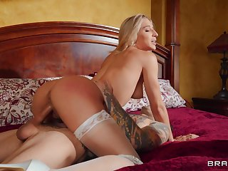 Elegant chick rides in a fantastic way waiting for sperm soaks her clit