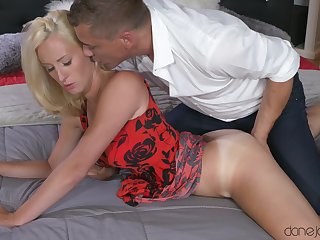 Sexy peaches babe gets fingered and fucked by will not hear of horny lover